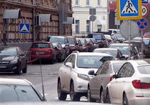 В Москве водителям могут запретить парковаться на улицах без сплошной разметки