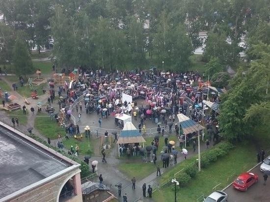 Сторонников Навального в Томске «разогнал» дождь