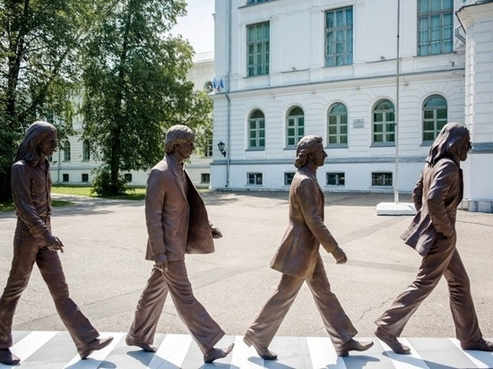 Памятник The Beatles появился у приемной ТГУ в Томске