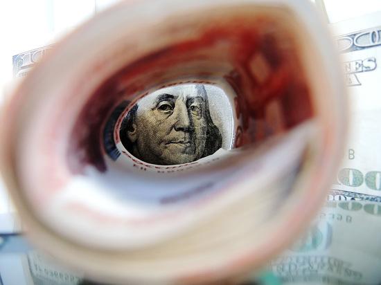 Экономика растет, население беднеет: почему власти пытаются ослабить рубль