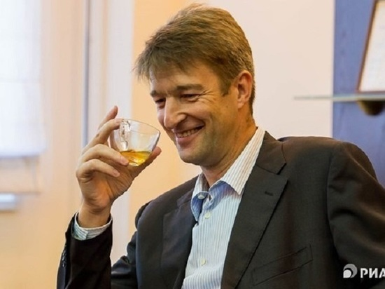 Томский ГО и ЧС не дал возможности журналисту спросить о деятельности холдинга миллиардера Штенгелова