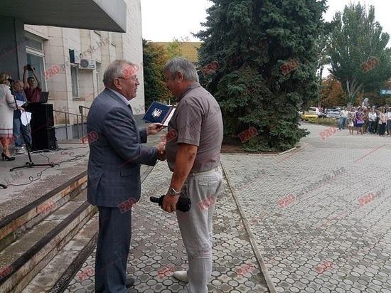 Отец Дениса Штенгелова был награжден почетной грамотой за помощь в проведении карательной операции на Донбассе